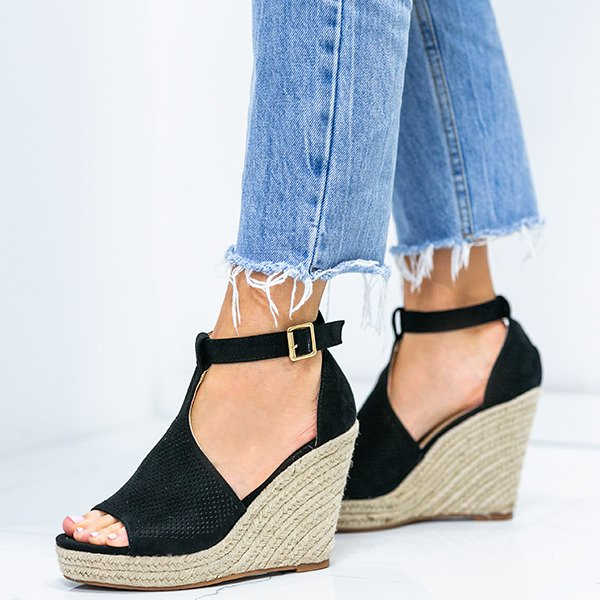 a91331d1 Czarne sandały na koturnie z ażurowym wykończeniem Fastina - Obuwie