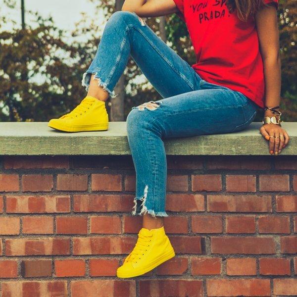 c0cec5d6794a7 Klasyczne trampki w kolorze żółtym Laurette - Obuwie Kliknij, aby  powiększyć ...