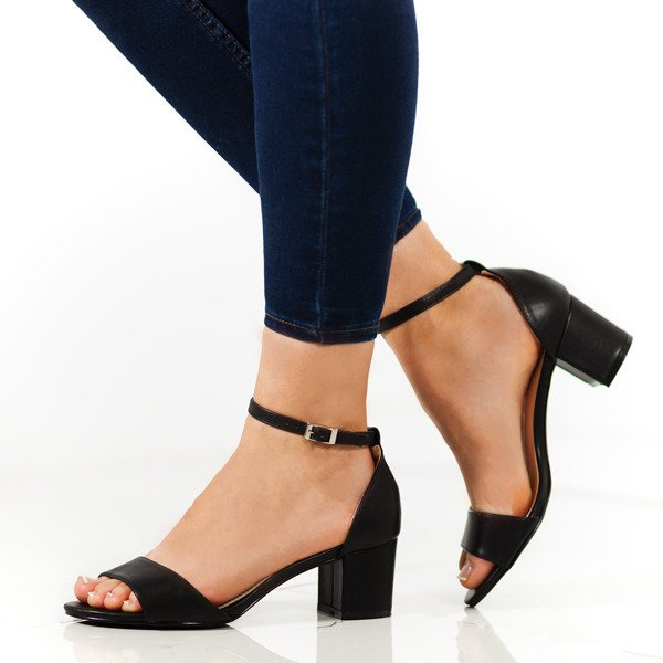 Czarne sandały na niskim słupku Catherna Obuwie Czarny