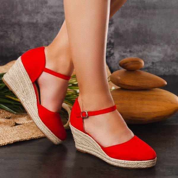 Czerwone espadryle na koturnie Chia Obuwie