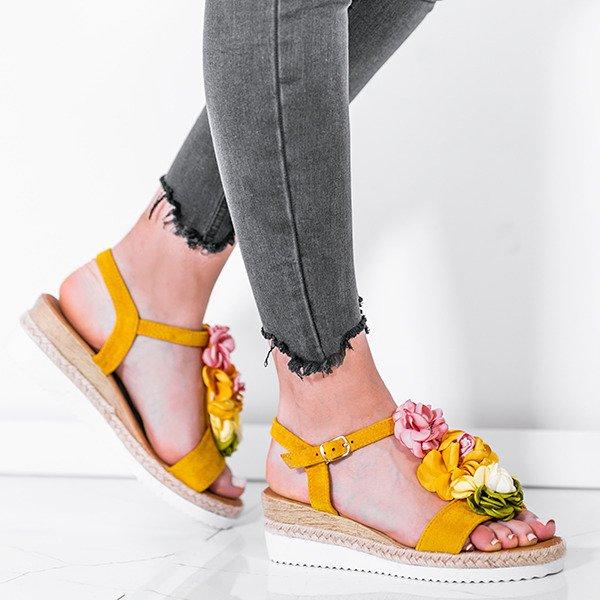 50e74859 Żółte sandały na niskiej koturnie z ozdobami Florensia - Obuwie ...