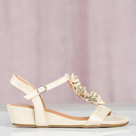 Beżowe sandały na niskiej koturnie Millagros - Obuwie