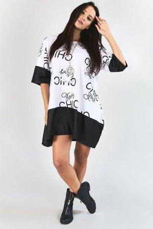 Biała sukienka w czarne napisy - Odzież