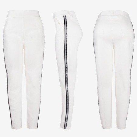 Białe damskie spodnie dresowe z lampasami - Spodnie