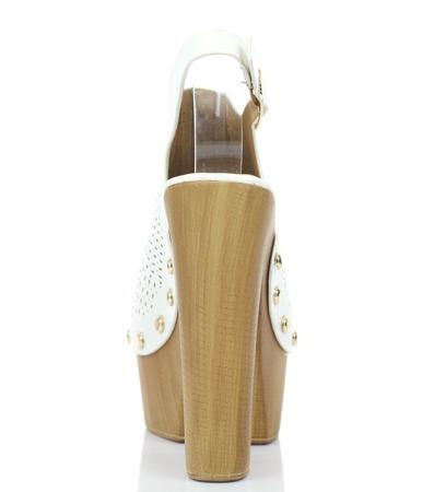 Białe sandały na słupku- Obuwie