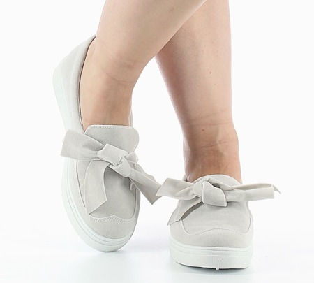 Białe sportowe buty wiązane wstążką - Obuwie