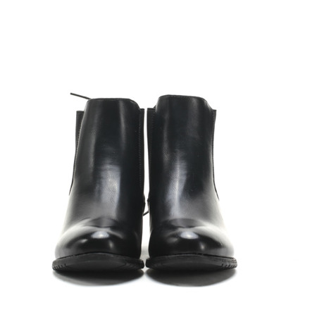 Czarne botki na płaskim obcasie - Obuwie