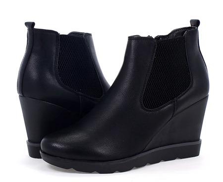Czarne damskie botki na koturnie Class - Obuwie