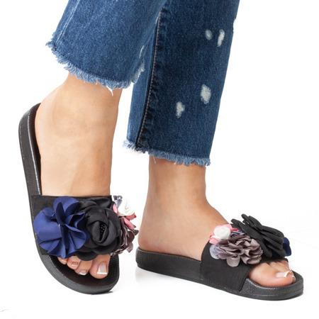 Czarne klapki z ozdobnymi kwiatkami Jedinna - Obuwie