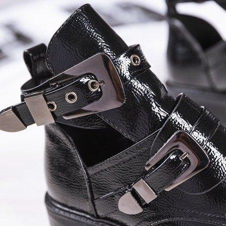 Czarne lakierowane botki z wycięciem na płaskim obcasie Loca - Obuwie