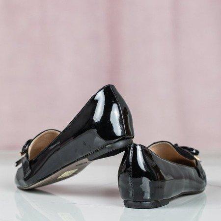 Czarne lakierowane mokasyny z migdałowym noskiem Mulli - Obuwie