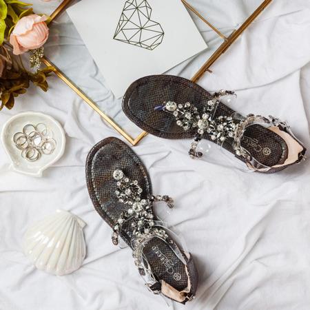 Czarne sandały japonki z cyrkoniami Marcela - Obuwie