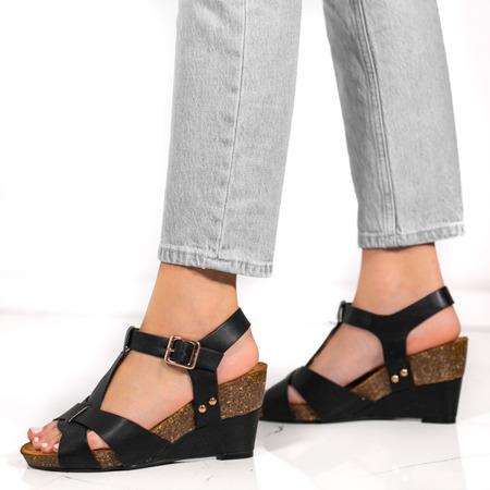 Czarne sandały na koturnie Ksenya- Obuwie