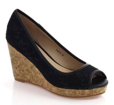 Czarne sandały na koturnie z wycięciem Eressana - Obuwie
