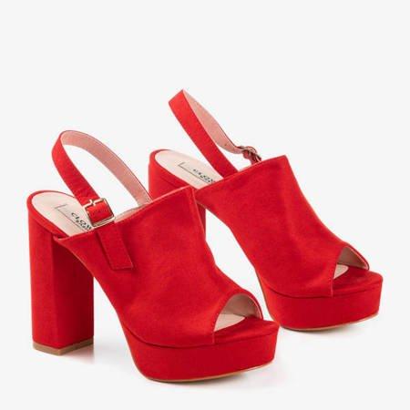 Czerwone eko-zamszowe sandały na wyższym słupku Tripsi- Obuwie