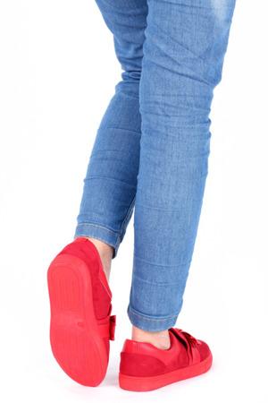 Czerwone, sportowe buty z kokardą Kristen - Obuwie