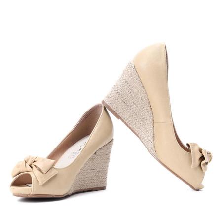 Jasnobeżowe sandały na koturnie Rocia - Obuwie