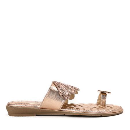 Skórzane sandały damskie w kolorze różowego złota z ozdobą