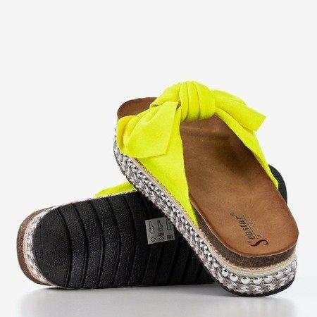 Neonowe żółte klapki damskie z kokardką Kordesa - Obuwie