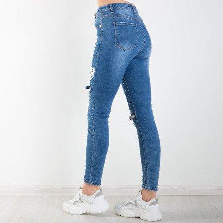 Niebieskie jeansy z marszczeniami i ozdobami - Spodnie