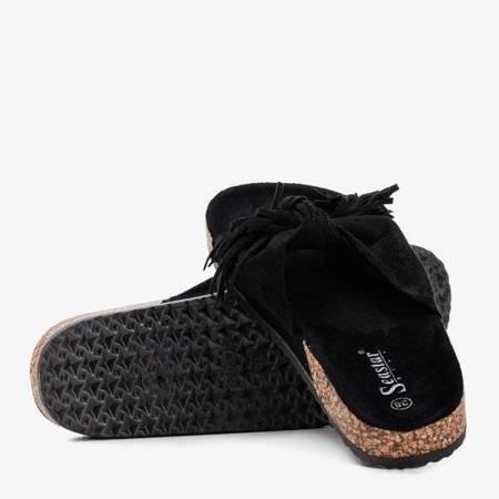 OUTLET Czarne damskie klapki z frędzelkami Amassa - Obuwie