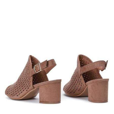 OUTLET Jasnobrązowe ażurowe sandały na słupku Farrell - Obuwie