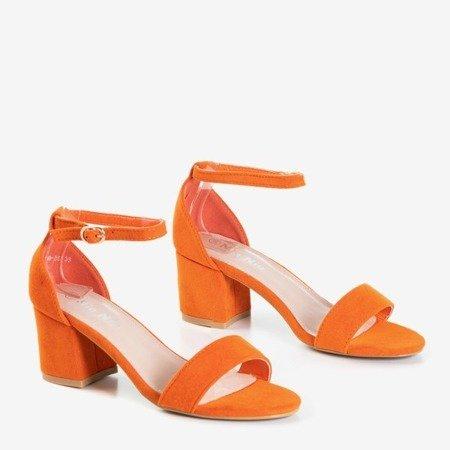 Pomarańczowe sandały na niskim obcasie Sandena - Obuwie