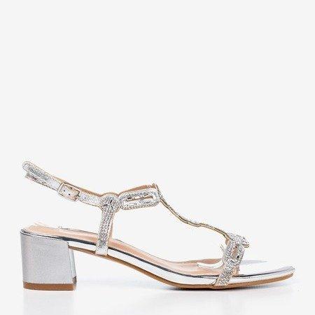 Sandały srebrne na niskim małym obcasie z cyrkoniami