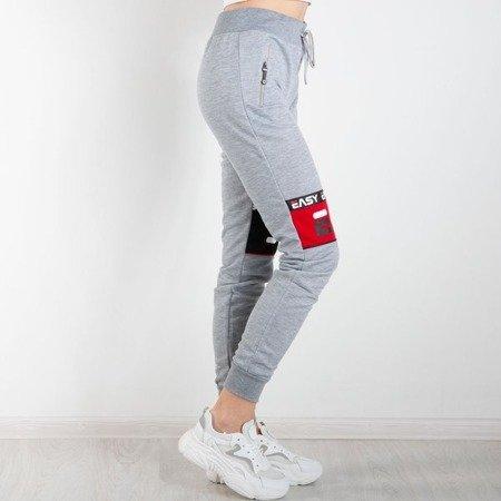 Szare damskie spodnie dresowe z napisami Spodnie