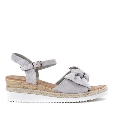 Szare sandały z kokardką na koturnie Marcola - Obuwie