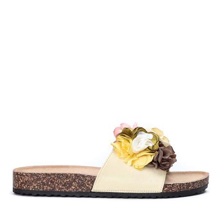 Żółte klapki z ozdobnymi kwiatkami Vilena - Obuwie