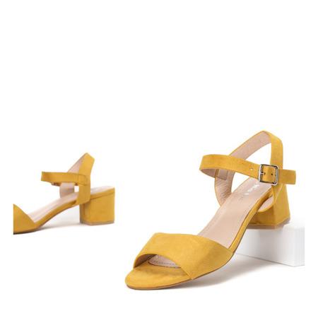 Żółte sandały na niskim słupku Nio - Obuwie