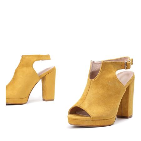 Żółte sandały z cholewką na słupku Benetta - Obuwie