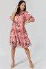 Koralowa sukienka przed kolano w kwiatki - Odzież
